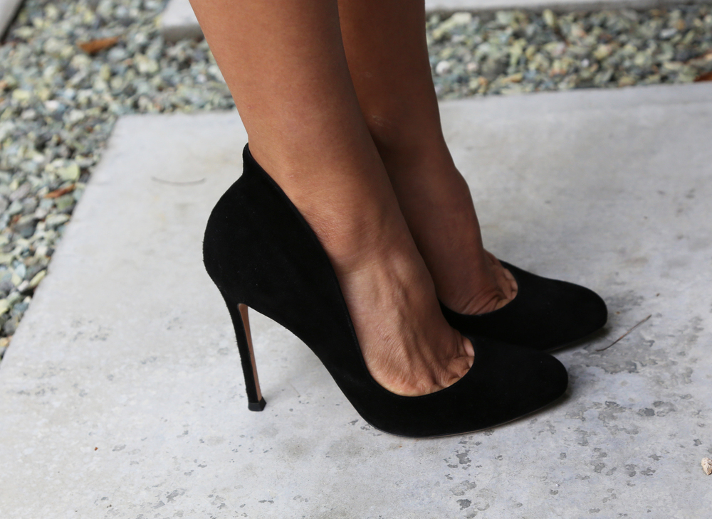 GIANVITO-ROSSI-BLACK-PUMPS-VANESSA-BELETIC-LOS-ANGELES.JPG