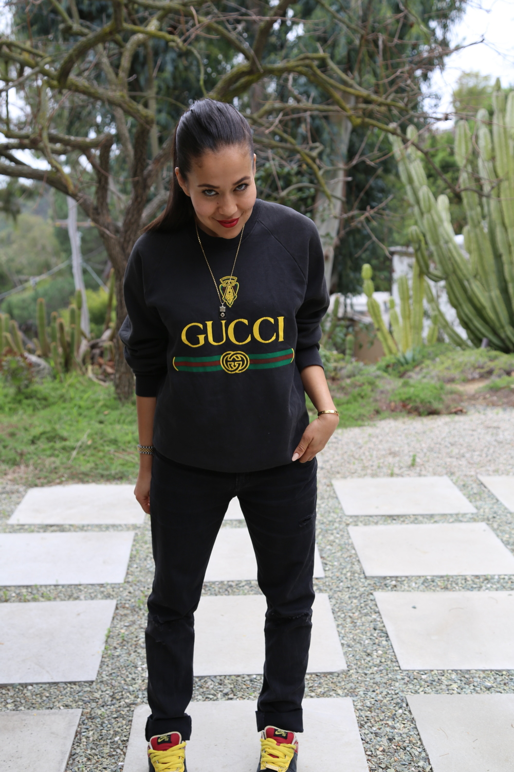 VANESSA-BELETIC-VINTAGE-GUCCI-SWEATSHIRT-NIKE-DUNKS-LOS-ANGELES.JPG