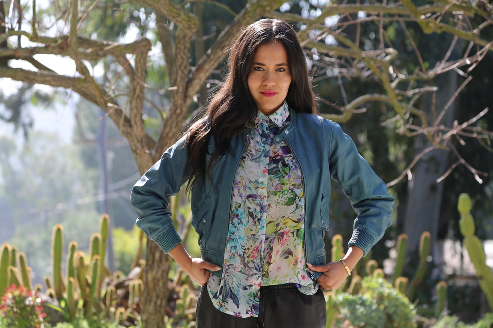VANESSA-BELETIC-BLUE-LEATHER-ISABEL-MARANT-JACKET-BOMBER-LOS-ANGELES.JPG