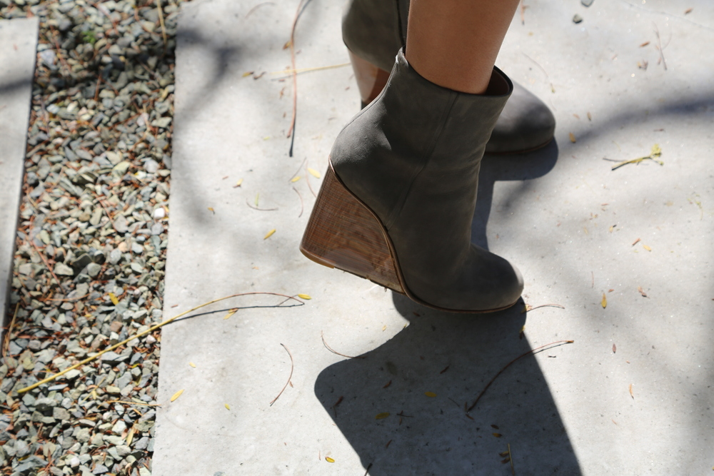 VANESSA-BELETIC-MARGIELA-WEDGE-BOOT-GREY-LOS-ANGELES.JPG
