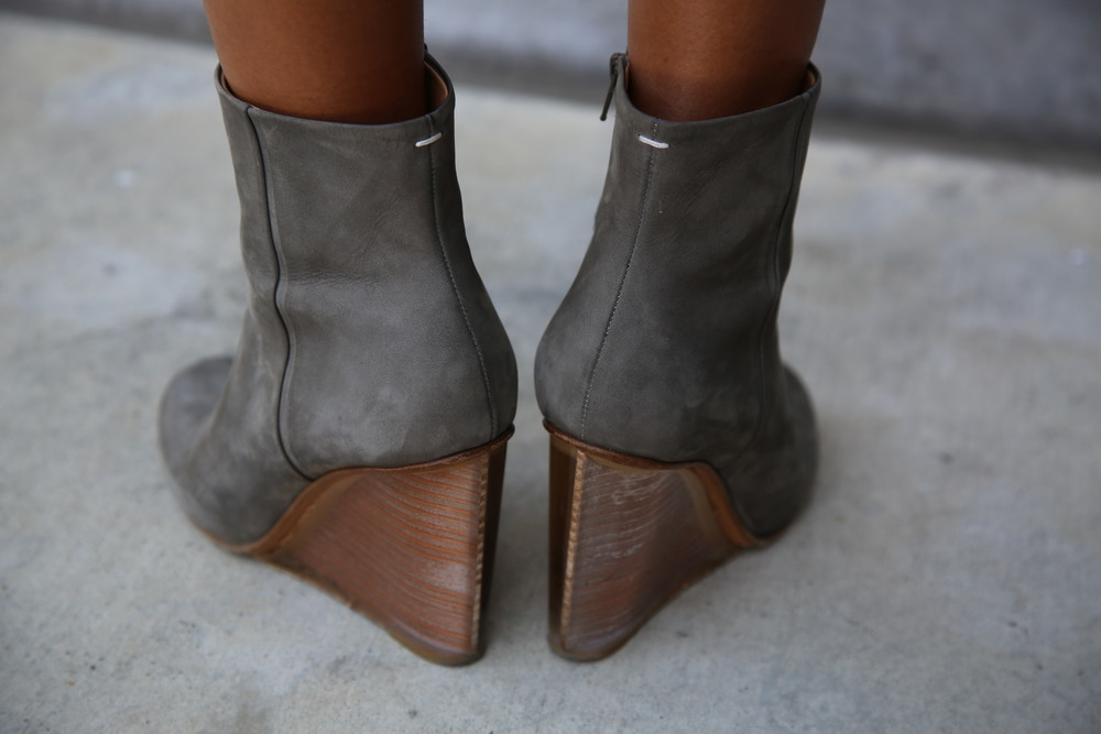 VANESSA-BELETIC-MARGIELA-BOOTS-GREY-LOS-ANGELES.JPG