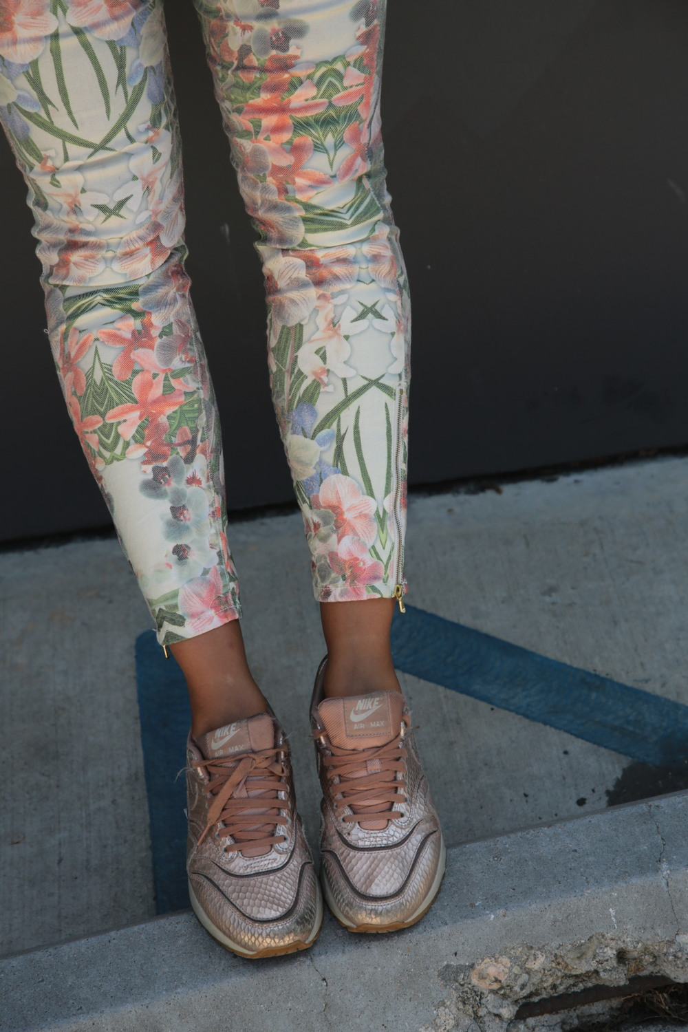 VANESSA-BELETIC-STYLE-ROSE-GOLD-AIRMAX-LOS-ANGELES.JPG