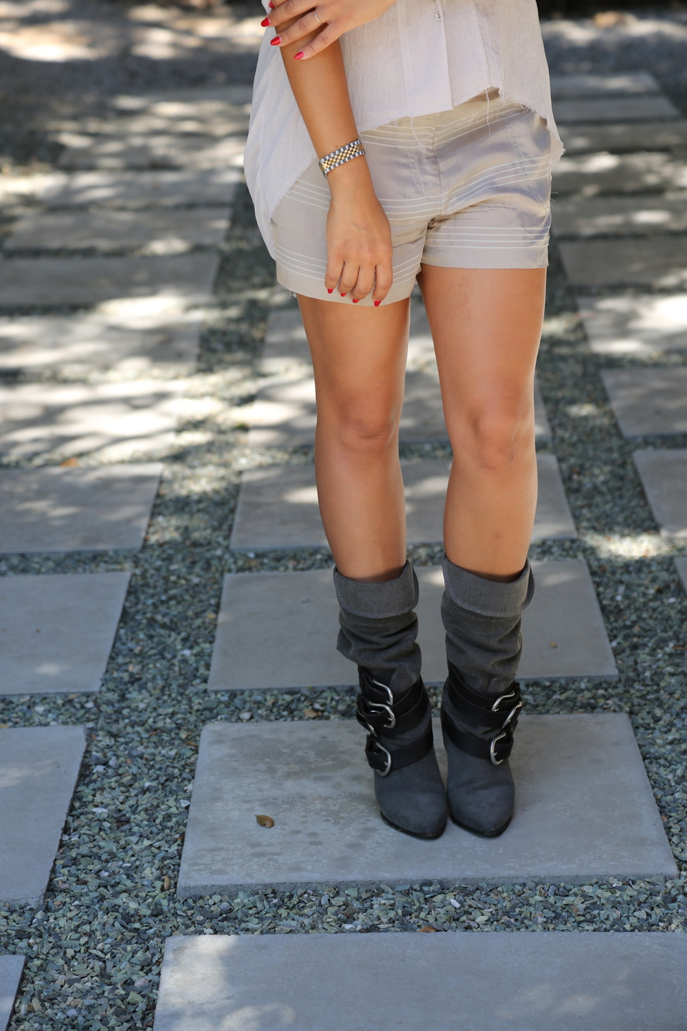 VANESSA-BELETIC-STYLE-ISABEL-MARANT-BOOTS-GREY-LOS-ANGELES.JPG