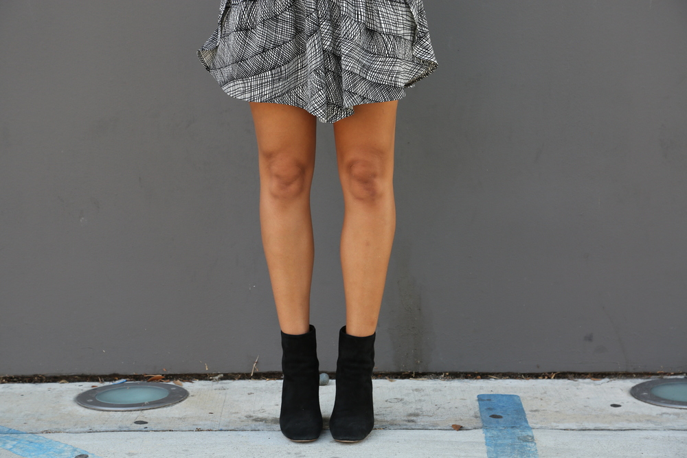 VANESSA-BELETIC-STYLE-SHORTS-PRINT-ISABEL-SUEDE-BOOTS-LOS-ANGELES.JPG