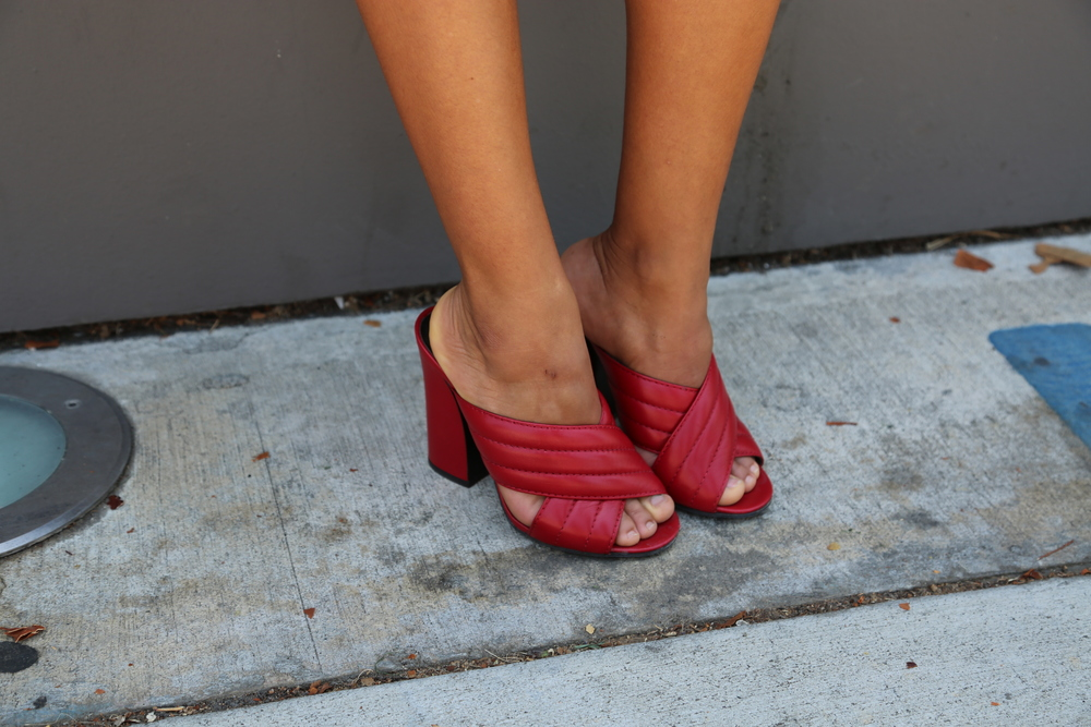 VANESSA-BELETIC-GUCCI-SANDAL-RED.JPG