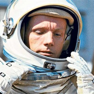 Neil_Armstrong-320x320.jpg