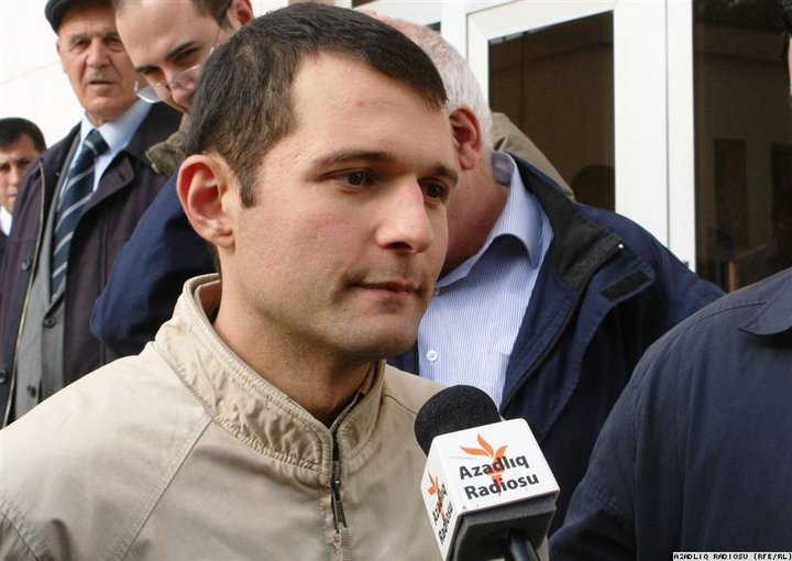 Adnan Hajizade being interviewed by RFE/RL after his release in the courtroom.
