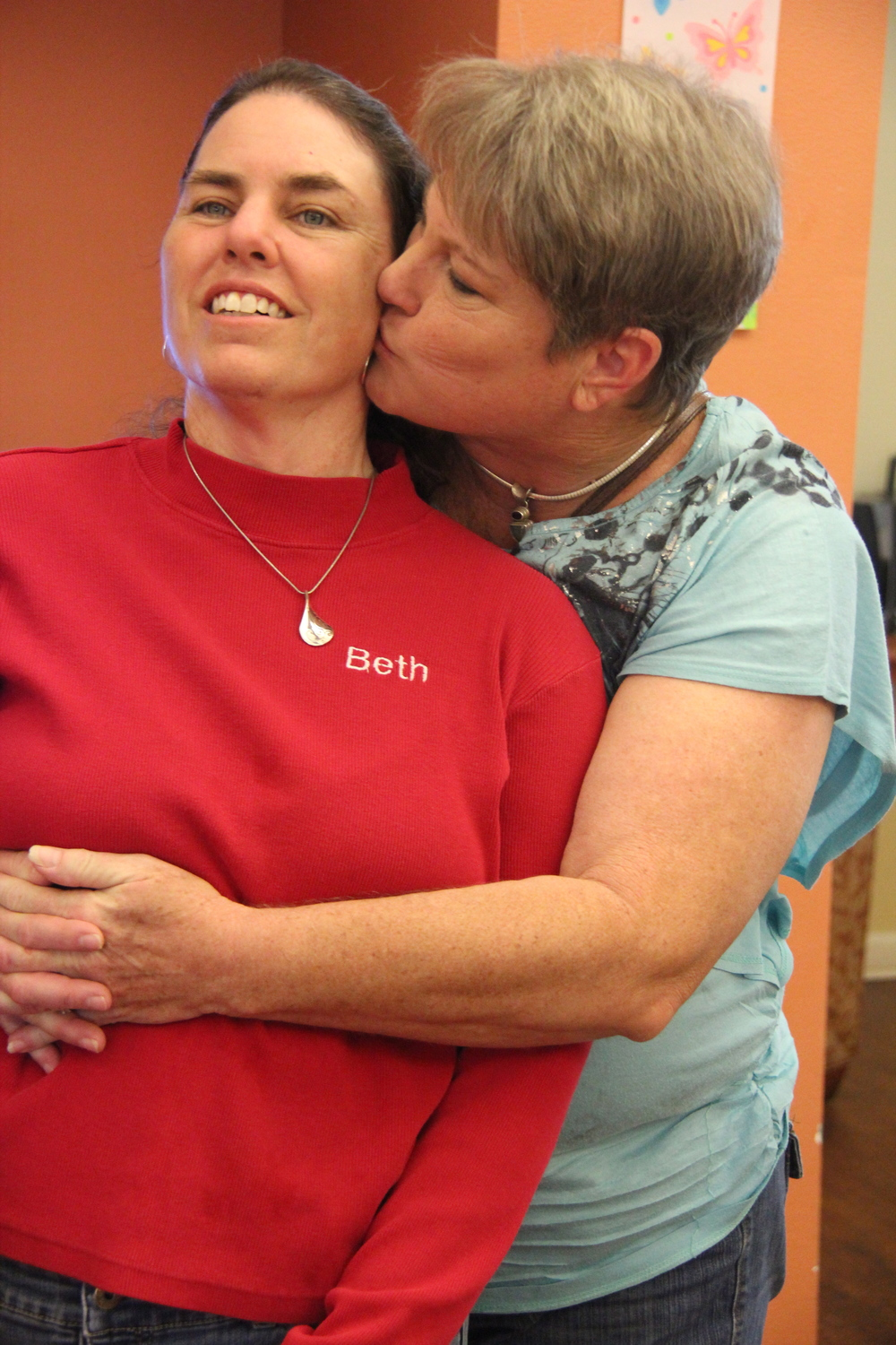 Cheryl visits her sister Beth at the senior living facility in Tucson, Ariz.