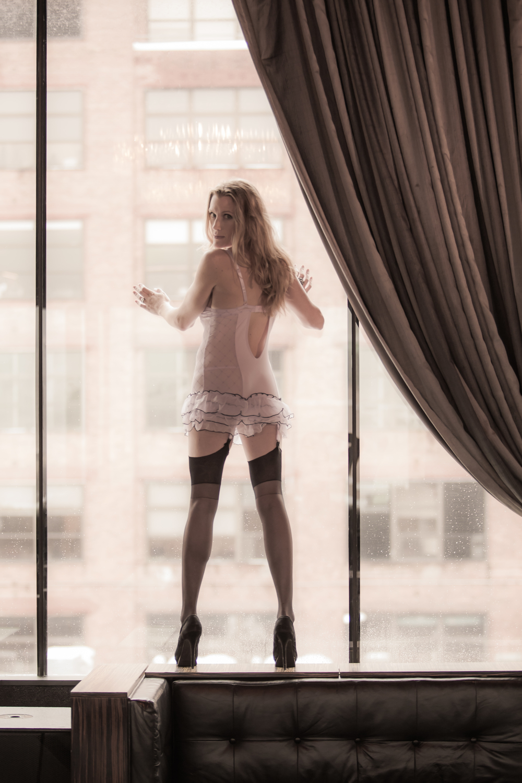 find-boudoir-photographer-nyc-sexy-photo-shoot