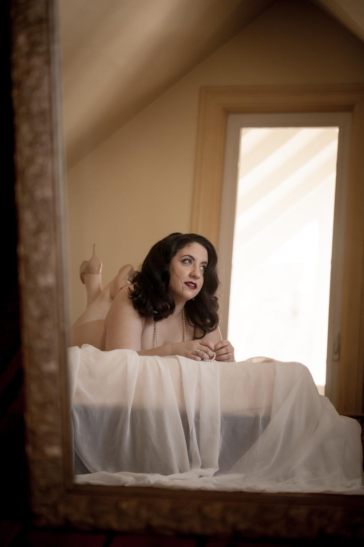 boudoir-photo-ideas-classy-element