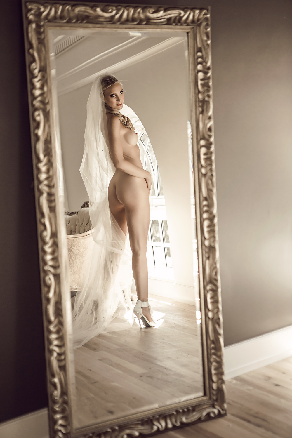 RE BOUDOIR-RED BANK-BLONDE-NYC-FASHION-CLASSY-SEXY-GARMANY-5274 copy.jpg