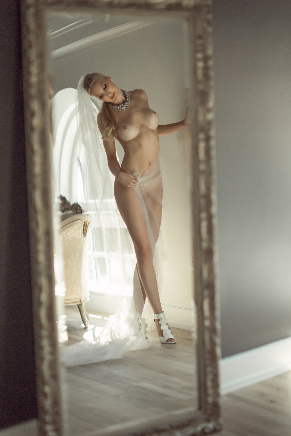 RE BOUDOIR-RED BANK-BLONDE-NYC-FASHION-CLASSY-SEXY-GARMANY-5306 copy.jpg