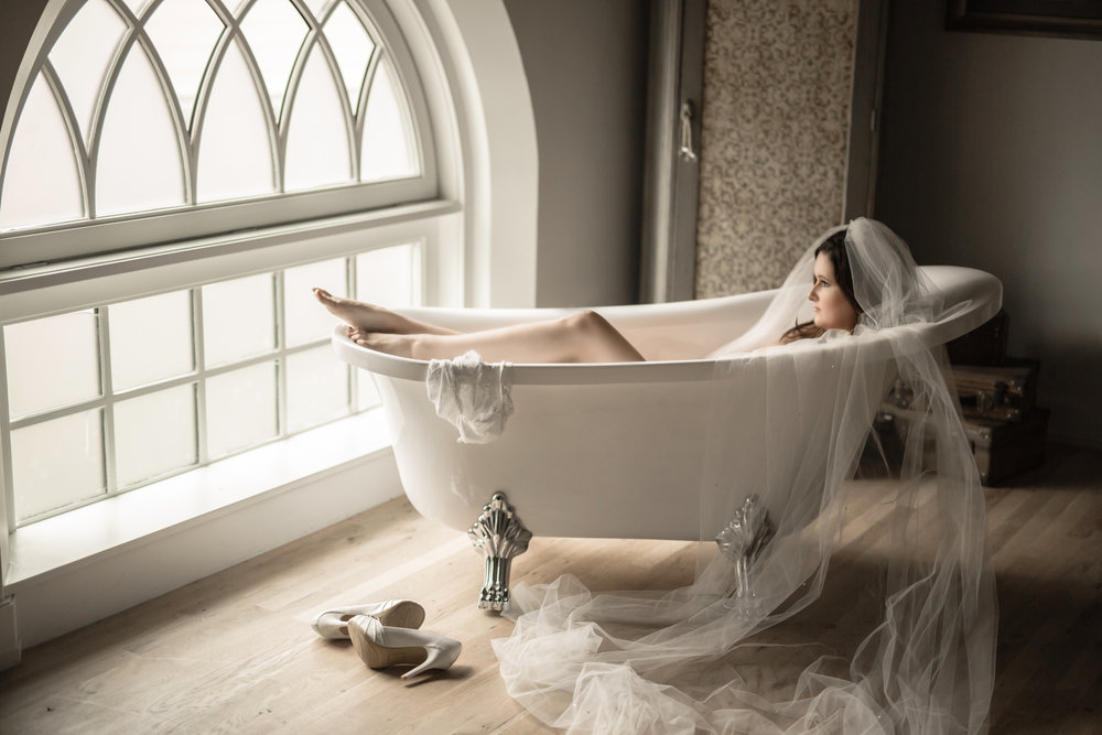 LUSH ANTIQUE FURNITURE... A CLAW FOOT TUB....A PLATNM JEWELED  BED....  ALL ADDS TO THE UNIQUE SETTING FOR YOUR BOUDOIR PHOTO EXPERIENCE.