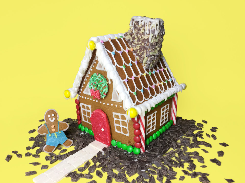 amy_chen_design_christmas_gingerbread_house_frontIMG_3245.JPG