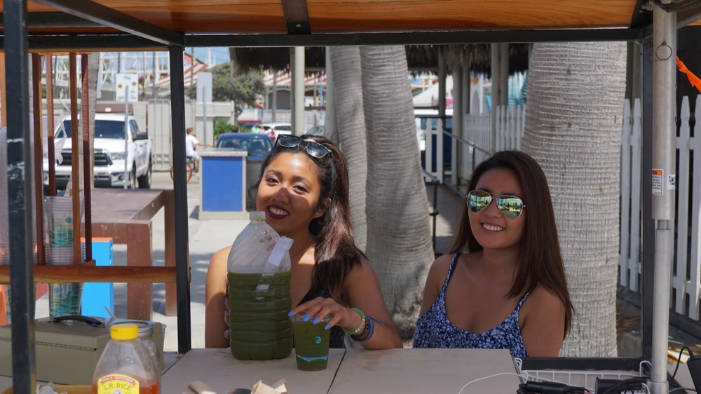 I met a couple of cool roommate ladies, Jaime & Christy, who one of which was working a healthy juice bar on the beach.