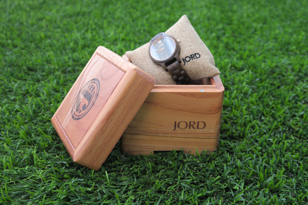 arielle-the-southern-influence-wood-watch-packaging-jord-spring-break-style-post
