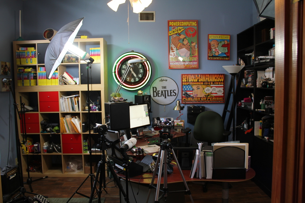 For more pictures of LeVitusaurus Studios,   click here.
