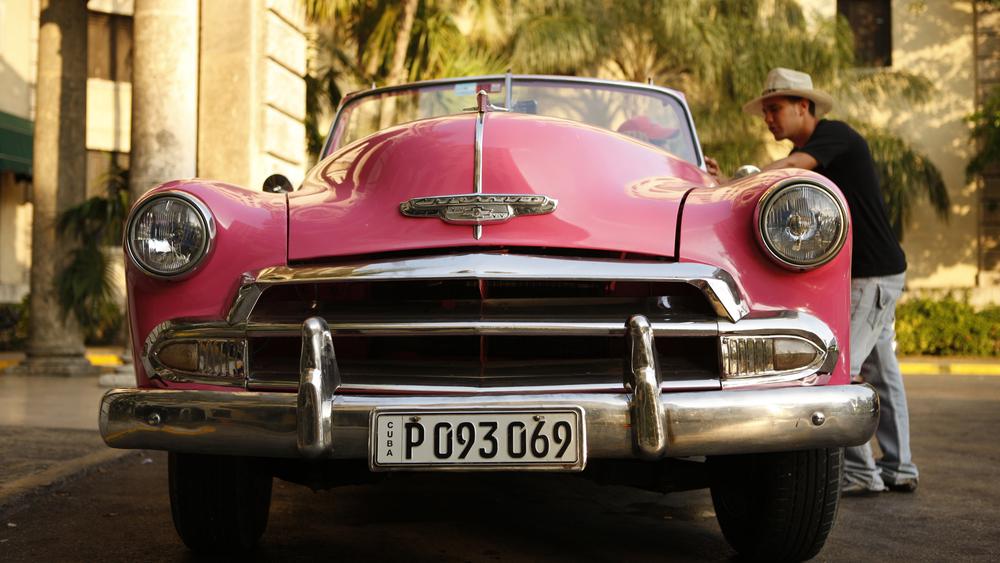 pink auto cuba.jpg