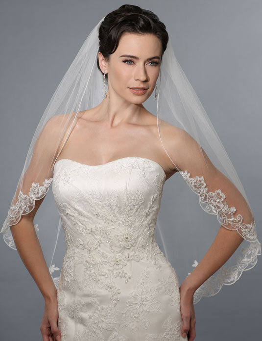 V7150 Rolled edge shoulder veil