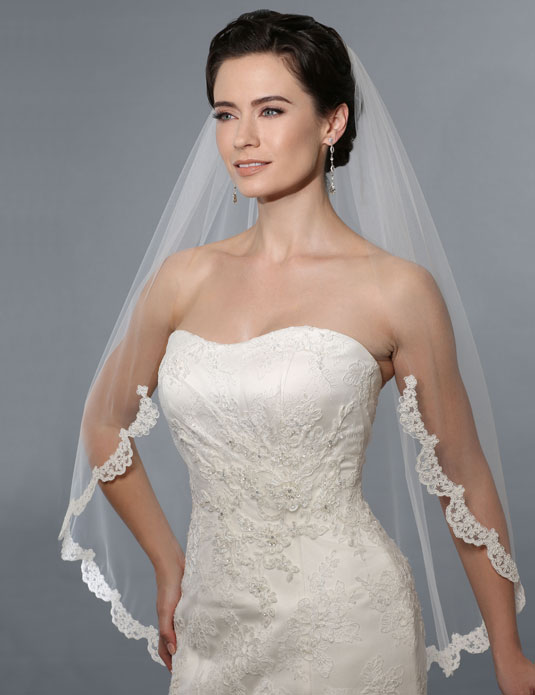 V7162   Unbeaded  Alençon  lace veil