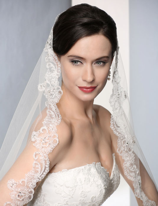V7183   Beaded  Alençon  mantilla veil