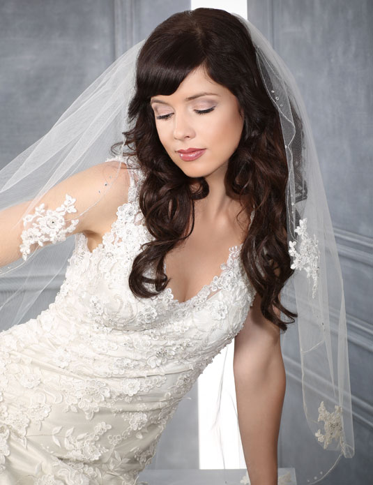 V7201 Scallop veil with Alençon lace