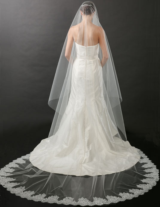 V7261C   Chantilly lace foldover cathedral veil