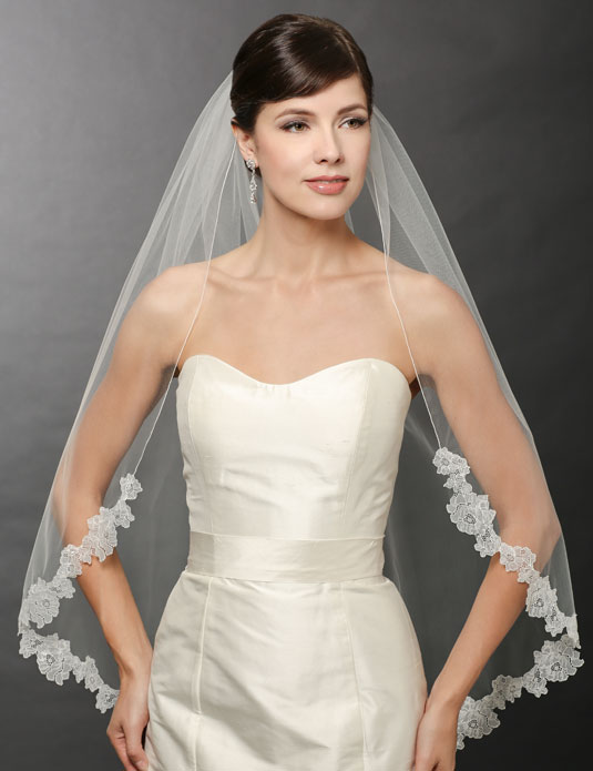 V7252   Chantilly lace edge veil