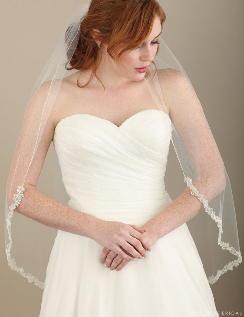 V7321 1-tier fingertip rolled edge veil with beading
