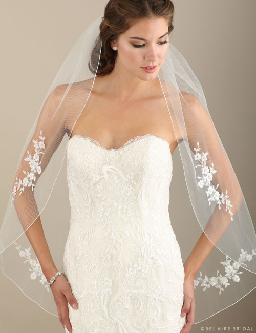 V7310   1-tier rolled edge fingertip veil with  lace appliqués