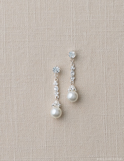 EA238 Pearl drop earrings