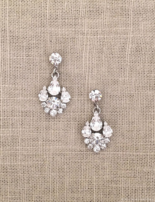 EA252 Sparkling pear drop earrings