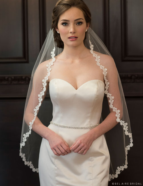 V7350 1-tier fingertip veil with Venise lace