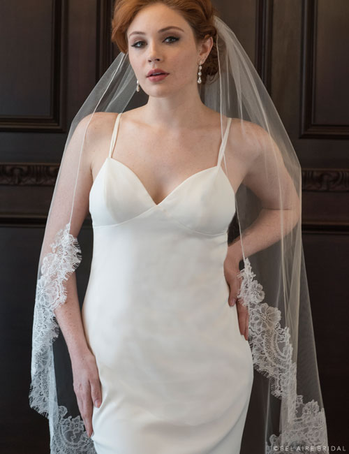 V7359   1-tier knee length veil with soft Chantilly lace
