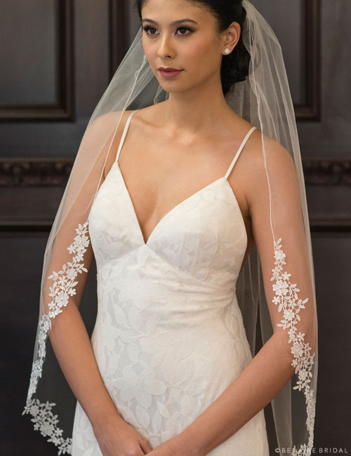 V7360 1-tier fingertip veil with Venise lace