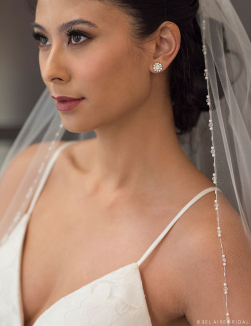 V7354 1-tier fingertip veil with delicate edge of pearls