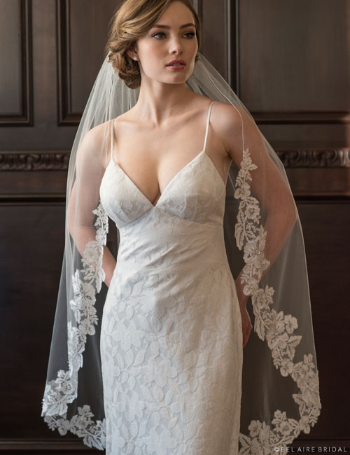 V7369   1-tier knee length veil with lace