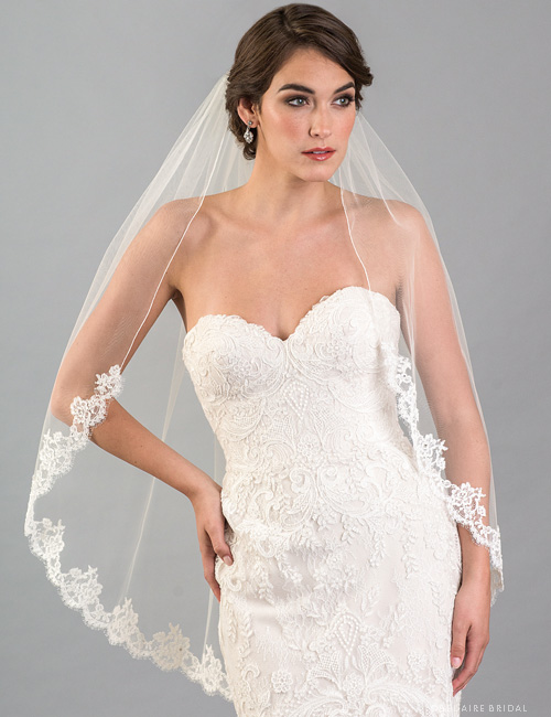 V7416 1-tier fingertip veil with French Alençon lace