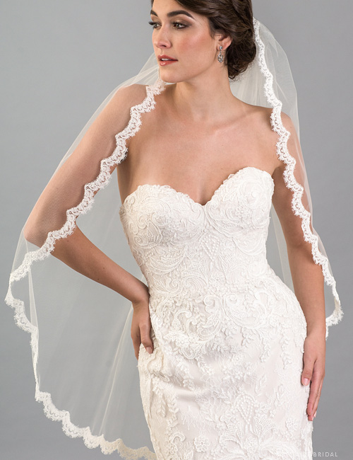 V7418   1-tier fingertip veil with French Alençon lace