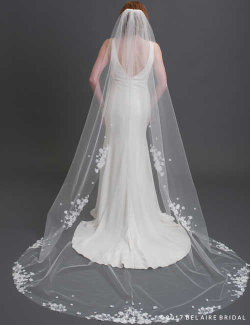 V7440C   1-tier cut edge veil with dimensional lace