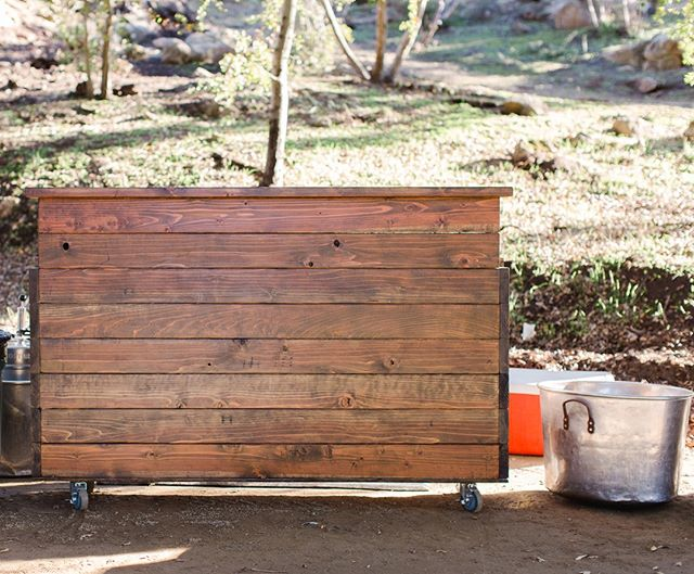 Need a Bar? Our handcrafted portable wood bar matches our other products perfectly. Cheers 🍻⠀⠀⠀⠀⠀⠀⠀⠀⠀ ⠀⠀⠀⠀⠀⠀⠀⠀⠀ #woodbar #weddingbar #barrental #farmtables #weddingtables #rusticweddingtables #woodtables #rusticwedding #sdwedding #sandiegowedding #weddinginspiration #engaged #bridetobe2019 #weddingrentals #specialtyrentals #eventrentals #tablerentals #woodworking #weddingideas #farmtablerentals #bride #married