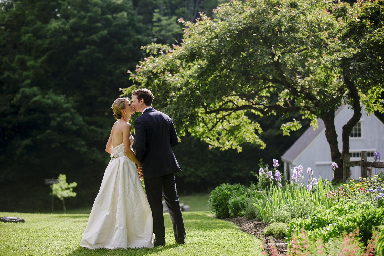 a summer new england backyard wedding sara noah u2014 kelly lorenz