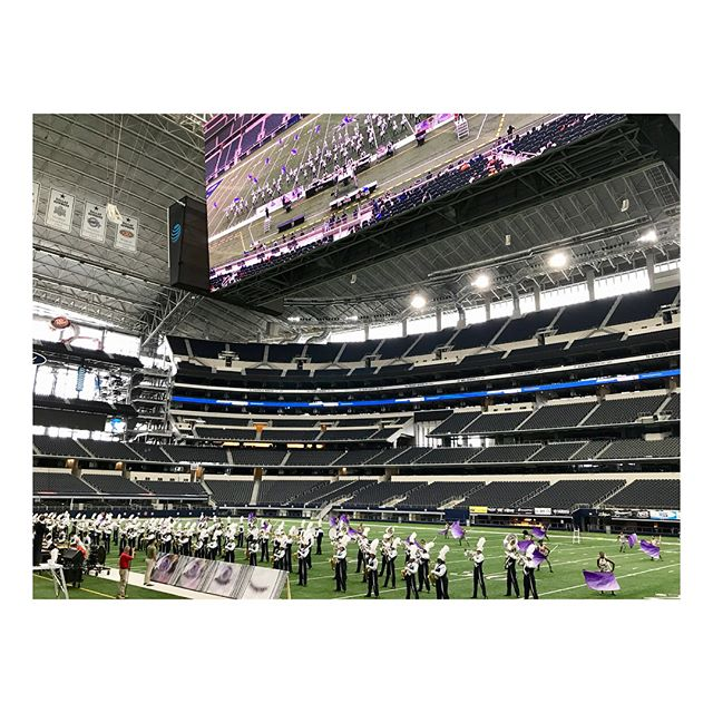 Such an amazing #saturdayplan watching these inspiring kids devoted to the music!!! 🎺 @lamarband did an awesome job at the USBands Southwestern Competition today 🙌🏽 . . . Mi plan de hoy sábado fue el de acompañar a la banda de mis hijos #vikingband Qué experiencia tan motivadora la de ver la pasión que tienen todos estos jóvenes por la música 👊🏽#theprideoflamar @usbands
