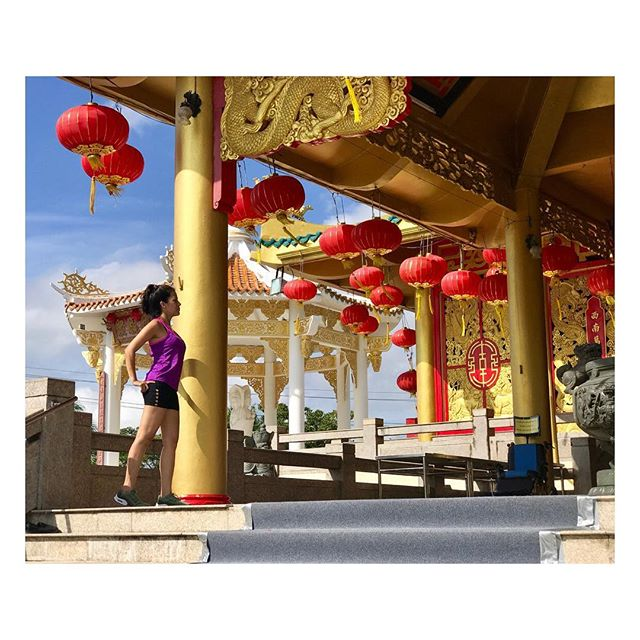I got lost while jogging in Phuket Town 🙈 but I found this gorgeous temple at the #saphanhinpark 🏮 . . . . Me perdí mientras trotaba pero encontré un templo chino precioso en #phukettown #tailandia #thailand #stretching #peace