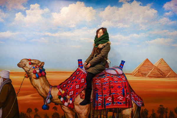 One day I will ride a real camel in the real Egypt. For now this desert scene will suffice to take my mind off from Korea's cold winter.