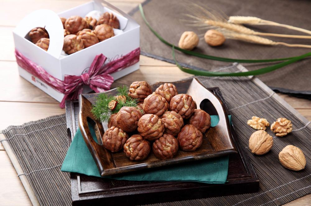 15. Walnut Dessert - 호두과자 (hodoo gwaja)