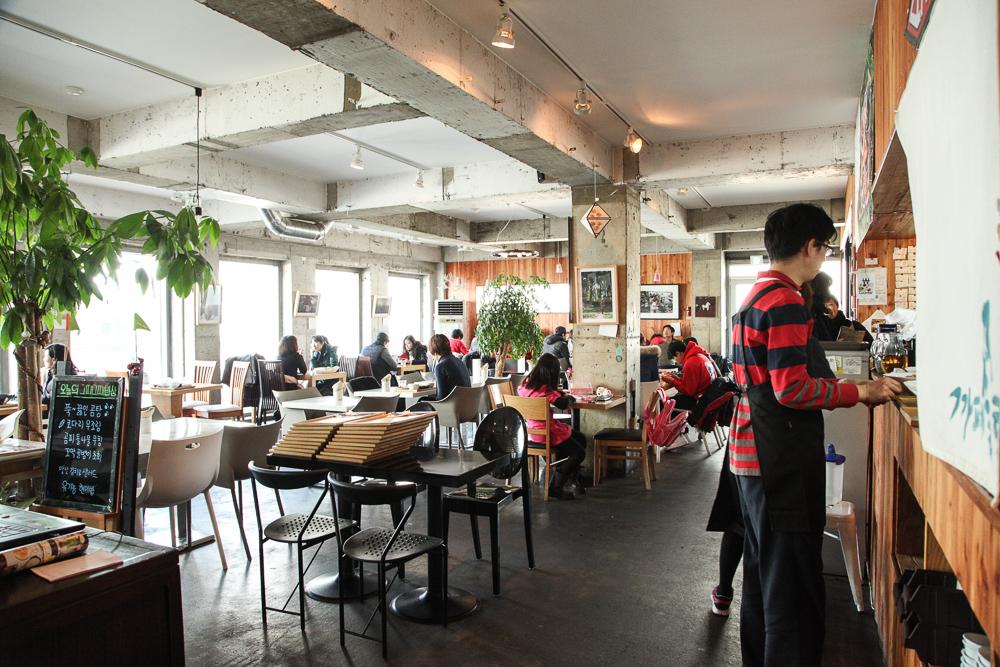 Slobbie vegetarian restaurant in hongdae seoul