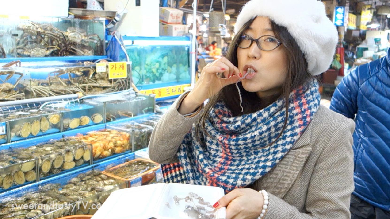 Eating Live Octopus At Noryangjin Market Sweetandtastytv