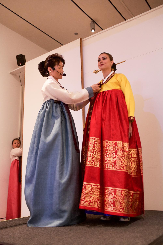 How to tie women's hanbok