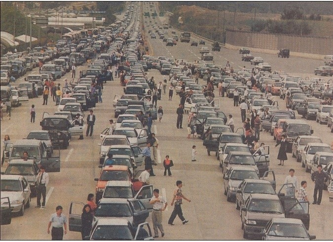 Traffic during Chuseok, 1993. This scene could use some soju, Kpop music, and a disco ball!  (Photo:  Namu )